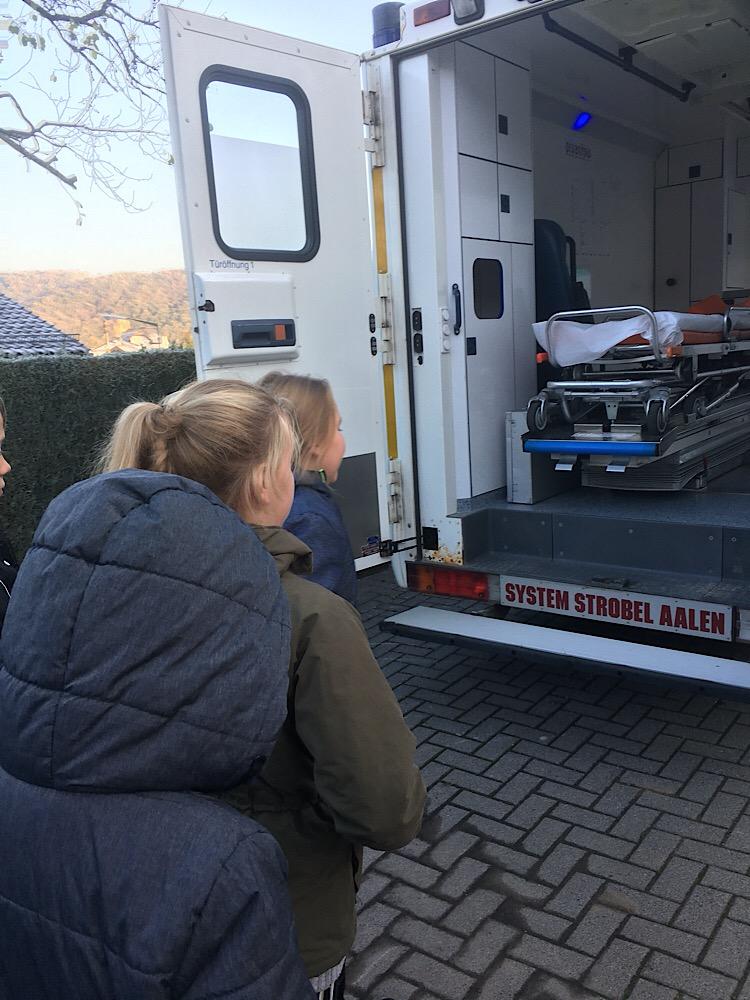 Grundschule Krankenwagen